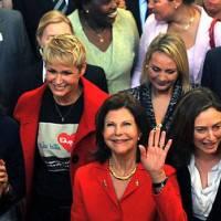 Debate sobre Lei da Palmada tem Xuxa e Rainha da Suécia